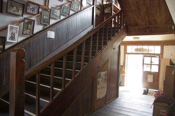 旧木沢小学校階段